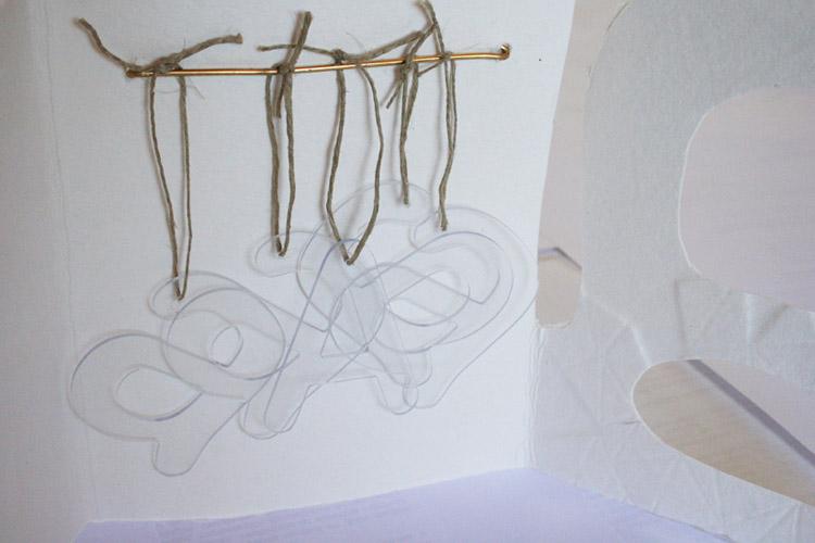 'Guardando las A I'. Libro objeto, 2012. Papel hecho a mano, gofrado y collage a modo de guardallaves