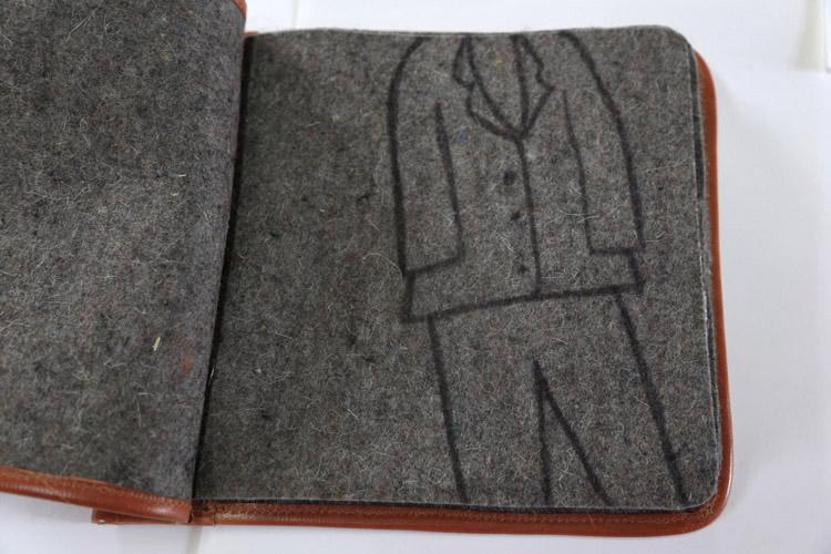 'Homenaje a Joseph Beuys', Libro de símbolos, 2012. Fieltro, collage, pintura, cosidos. Encuadernación en piel.
