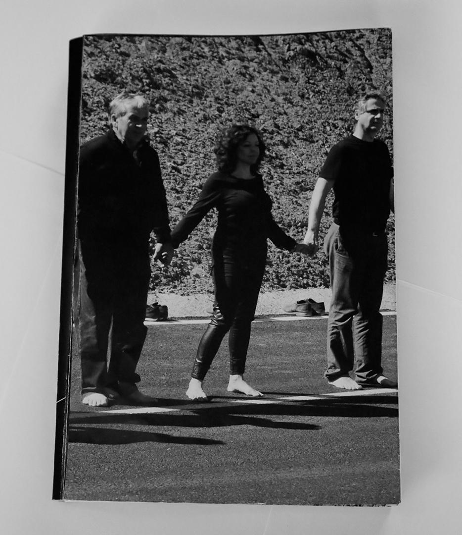 Presentación del fotolibro 'Cruzar la línea' en Librería 8 1/2 de Madrid